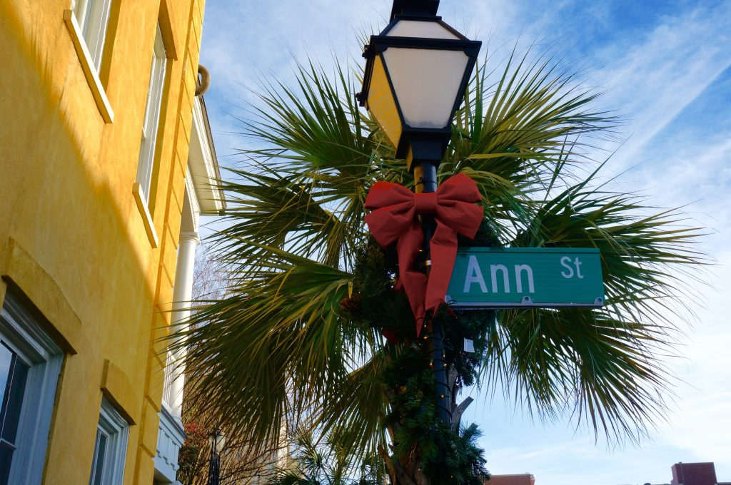 ladyhattan luxury travel blog charleston south carolina christmas decor tara moss photography