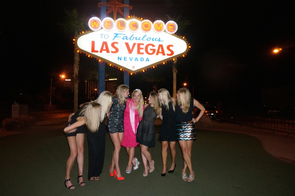 Las Vegas – Ladies Only – Bachelorette Bash at its BestTAKE HER TO LAS VEGAS!WHERE TO SLEEPWHATTO DOWHERE TO EATWHAT TO GET FOR YOUR PARTY